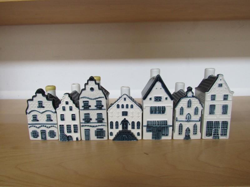 Lot 1: zeven huisjes KLM - Bols jenever